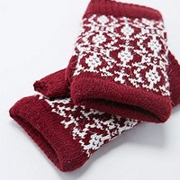 Geometric Fingerless Gloves in Burgundy - Urban Outfitters