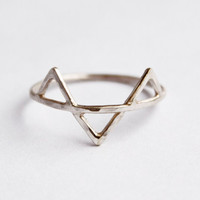 Three Spikes Ring - Sterling Silver Geometric Triangle Ring