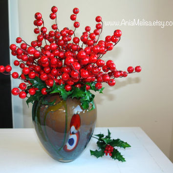 Christmas red berry berries arrangement Holidays gift ideas decorations wreath holly berry glass vase vases