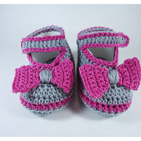 "Crochet Baby shoes, Baby shoes, Custom baby shoes, fashion baby shoes, baby accessories with a little bow - Up to 12 cm (4.7"")"