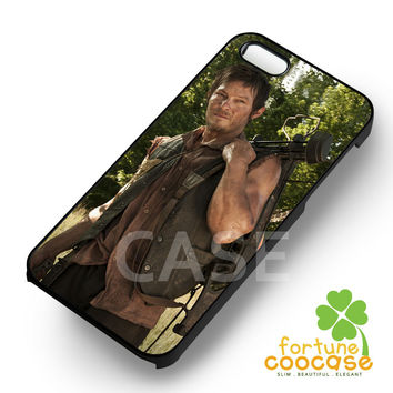 The Walking Dead Daryl Dixon Bringing Crossbow -5s4 for iPhone 6S case, iPhone 5s case, iPhone 6 case, iPhone 4S, Samsung S6 Edge