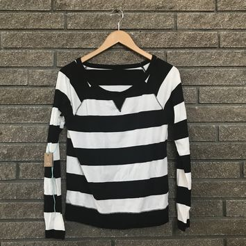Generic Women's Black and White Stripe Long Sleeve Shirt