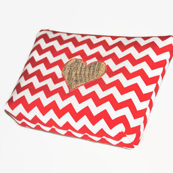 Red Chevron Cosmetic Bag with Gold Heart // Red and White Make Up Pouch // Chevron Zippered Pouch // Red Toriletry Bag