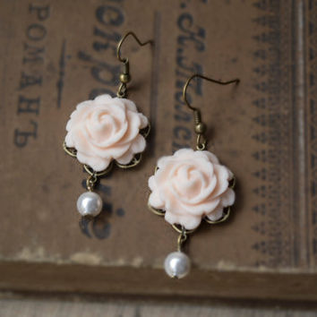 Polymer Clay Peach Color Rose Earrings. Flower Dangle Earrings, White Pearl Earrings. Antique Brass. Flower Jewelry
