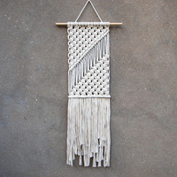 Wall hanging Bedroom wall decor Macrame wall art Tapestry White handmade macrame wall hanging Boho home decor Fringe bohemian tapestry