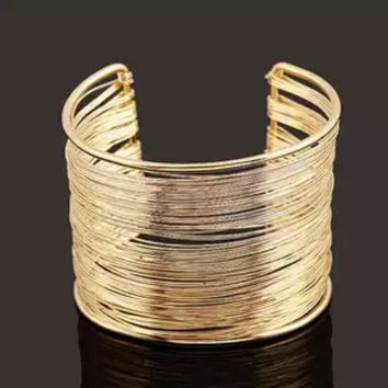 Horizontal wire stack bangle