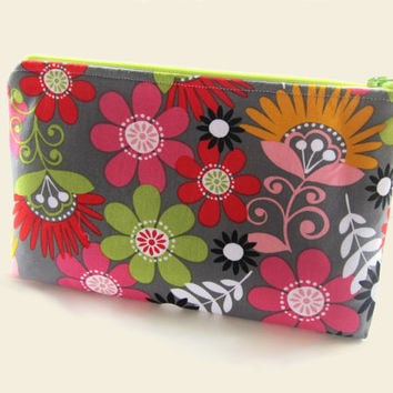 Floral Makeup Bag / Floral Cosmetic Bag / Gadget Bag / Zippered Pouch / Bridesmaid Gift / Gift for Her