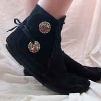 Black Moccasins Minnetonka Size 9 Ankle High Boots Booties Native American