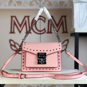 Kuyou Gb79810 Mcm 19 New Patricia Crossbody Bag Pink Twist Chain Wallet In Visetos Studs With Two-tone Leather 18x13x9.5cm