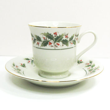 Holly Yuletide tea cup and saucer - Made in Japan - Festive teacup and saucer - Holiday servingware