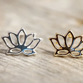 Gold or silver tiny Lotus flower stud earrings (EA00034)