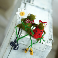 Needle Felt Frogs - Little Felt Green Frogs With A Red Tie And Dress - Needle Felt Art Dolls - Frog Miniatures