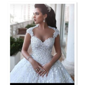 Amazing beaded Lace Wedding Dresses Ball Gown Luxurious Bridal Gown Sheer Sexy Back
