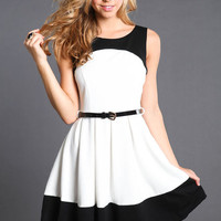 CUTE IN CONTRAST BELTED SKATER DRESS