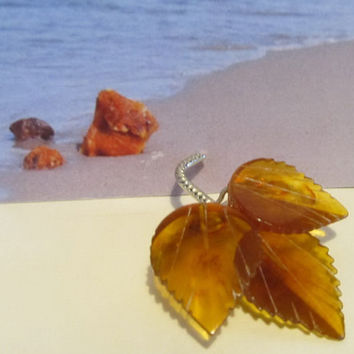100% Natural Baltic amber Vintage brooch three leafes 4.2 gr, flower brass clasp transparent yellow brown unisex adult retro style
