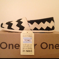 Natural Canvas TOMS w/ Black Chevron Design