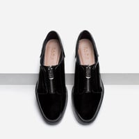 FLAT SHOES WITH ZIP