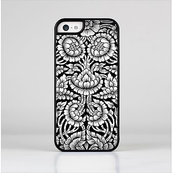 The Black & White Mirrored Floral Pattern V2 Skin-Sert Case for the Apple iPhone 5c