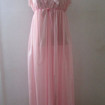 13-1134 Vintage 1970s Pink Nylon Nightgown / Pink Nylon Nightie / Bubblegum Pink Nightgown / Lace and Nylon Nightgown / Pink Dressing Gown