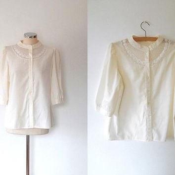 Cream daisy blouse / cut out / embroidered top / vintage /  puff sleeve / button / quarter sleeve / embroidered blouse / floral cream shirt