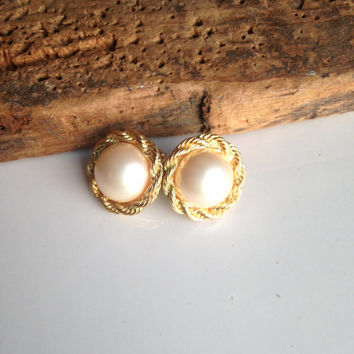 Vintage Earrings, Faux Pearl Earrings, Gold Plated Earrings, Post Earrings, Minimalist Earrings
