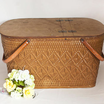 Vintage LARGE Redmon Wicker Picnic Basket, Woven Storage Basket USA, Summer Picnic or Wedding Card Holder
