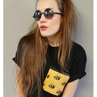 ALICE TAKES A TRIP BUZZ OFF BEE CROP POCKET T-SHIRT