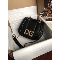 D&G DOLCE & GABBANA WOMEN'S LEATHER Amore CHAIN SHOULDER BAG