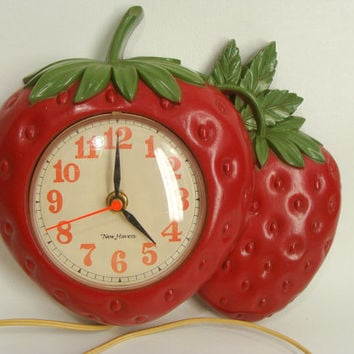 vintage 70s 1975 New Haven Plastic STRAWBERRY Clock Burwood Products 1352