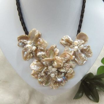 Classical Natural color mother of pearl shell baroque Pearl Shell flower necklaces
