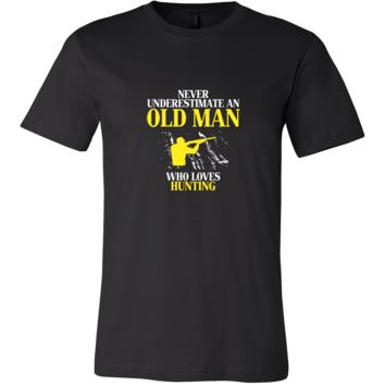 Hunting Shirt - Never underestimate an old man who loves hunting Grandfather Hobby Gift