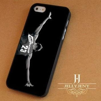 MDIG91W Michael Jordan vs Lebron James iPhone 4 5 5c 6 Plus Case | iPod 4 5 Case