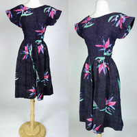 1980s tropical floral print summer dress, black short sleeve fit and flare low back spring cotton dress, Java Wraps, Small, 6
