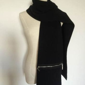 LOUIS VUITTON BLACK PURE CASHMERE KNITTED SCARF