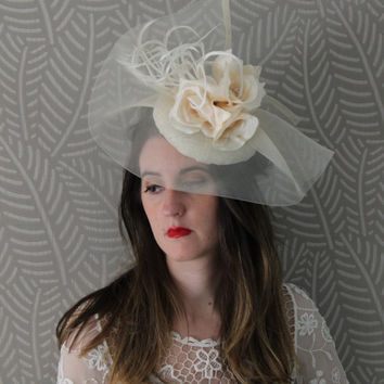cream fascinate hat, bridesmais hat, fascinator, spring wedding hat, romantic wedding, flowers hat, big hat, ascot hat, elegant fascinator