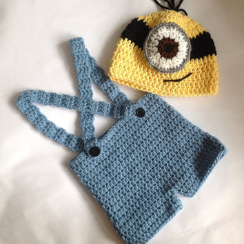 Handmade crochet Despicable me minion inspired set. Baby photo drop, Minion costume
