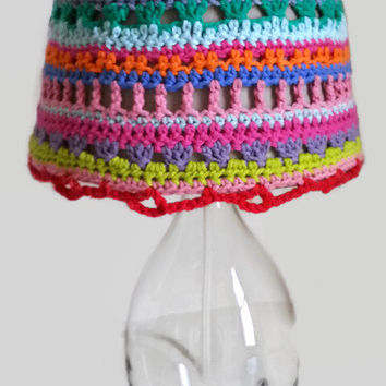 Colorful crocheted lamp shade to cover up an old ugly or boring lamp, crochet lampshade cover