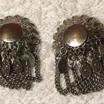 Vintage Silver Tone Earrings / Mid Century Art Nouveau Clip On Earrings / Round Silver Floral Earrings with Hanging Chains / Costume Jewelry