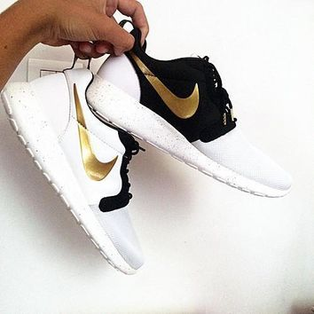1ecef8e5324 Nike Roshe Run Couple Light Sports Leisure Net Surface Breathabl