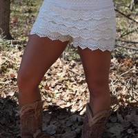 Gum Drop Lace Shorts - White (RUNS SMALL)