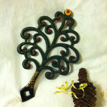 Christmas Tree Trivet Vintage Cast Iron Hand Painted Fir Tree Trivet Holiday Hot Pot Holder Wrought Iron Pine Tree Dining Serving Utensil
