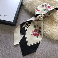 """GUCCI Gothic """"Blind for Love"""" print silk neck bow"""