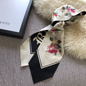 "GUCCI Gothic ""Blind for Love"" print silk neck bow"