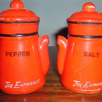 Vintage 1960s Teapot Shaped Orange and Black Salt and Pepper Shakers / Retro Ceramic Pair of Salt and Pepper Shakers