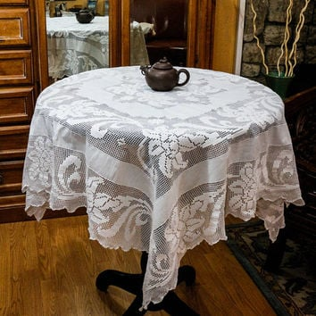 White Crochet Tablecloth, Linen & Lace Tablecloth, Lilies Crochet Lace, French Country, Cottage Chic Decor, 1950s, Weddings, Vintage Linens