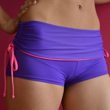 Shorts in violet and pink  for Bikram yoga by Siluetmode on Etsy