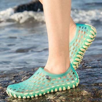 Beach Sandals for Women Breathable Holes Women's Shoes Female Anti-slip Outdoor Sandals Cool Summer New Flats Lively Jelly Shoes