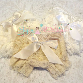 Baby bloomer, Ivory Bloomer, Champange Bloomer, newborn bloomer, Lace bloomer, bloomer diaper cover, Baby outfit, Birthday outfit, newborn