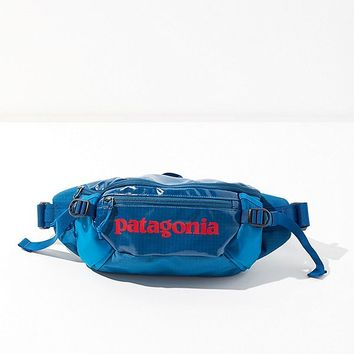 Patagonia Black Hole Belt Bag | Urban Outfitters