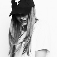 Brandy & Melville Deutschland - Katherine Alien Patch Baseball Cap
